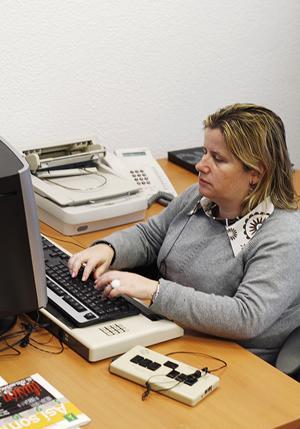 Imagen de Lucía, trabajadora con discapacidad visual trabaja en Fundación ONCE. COLABORA con la Fundación ONCE, empleo, accesibilidad